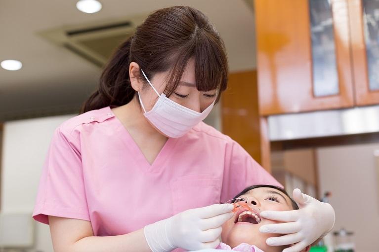 歯科衛生士によるご家庭でのケアのアドバイス